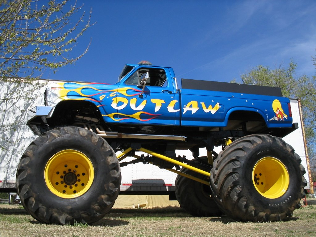 Pc Outlaw Monster Truck